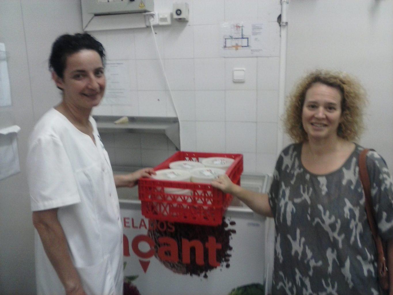 Donació de menjar cuinat d'F.Roca
