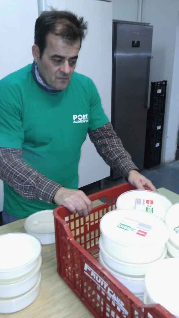 Carmanyoles reutilitzables al Pont Alimentari de Sant Andreu